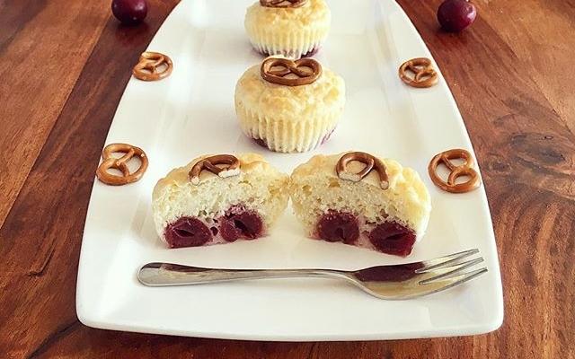 Kirsch Brezel Muffins